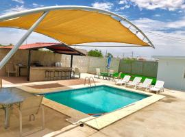 Hotel photo: Los 3 amigous Pool house