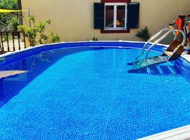 Hotel photo: jenny's villa pool