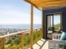 Hotel photo: Peak Loft House - amazing ocean views surrounded by nature