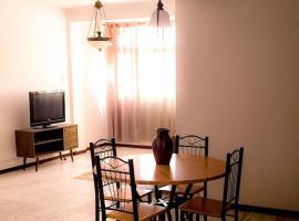 รูปภาพของโรงแรม: Fully equipped 3-bedroom Apt in downtown Praia