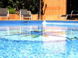 Hotel photo: Apartamentos Vilassar & Swimming pool