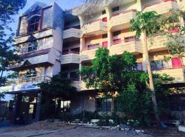 Hotel photo: Royal Palace Hostel - PG