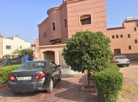 รูปภาพของโรงแรม: 1070 lot annakhil2 targa marrakech Villa