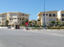 Hotel photo: Nouveau appartement luxe avec piscine, vue sur la plage - New, luxury , on beach