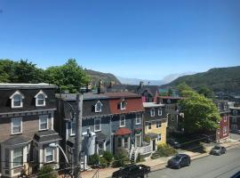 Hotel photo: Downtown Private Rooms W/ Stunning Signal Hill View