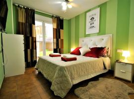 Hotel kuvat: Playas del Castillo, Fuengirola, WiFi, garaje, pool, 2 TV, terrace