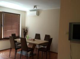 Foto di Hotel: Apartment Krasi-2 Bedroom & Free Parking near Center
