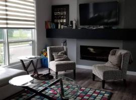 酒店照片: 3 Bedroom Town home To Explore Edmonton