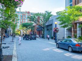 Hotel photo: Luxury Living in Yorkville! Steps to Everything!