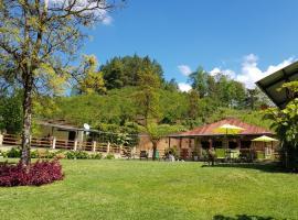 Hotel kuvat: 3 Habitaciones en granja familiar Li Kánti