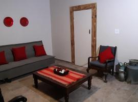 Hotel photo: Roos Getaway Apartments / Flat 5