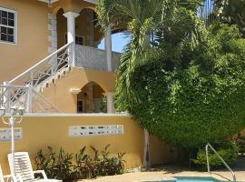 Hotel Photo: Poolside Apartments, 2 Bedroom, Balcony & Pool View