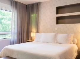 Hotel photo: George V - Luxury Apt At Hotel With Butler Service