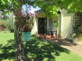 Hotel photo: Villa-Roux Garden Cottage