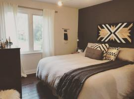 Hotel photo: *Brand New* Cozy + Chic Home