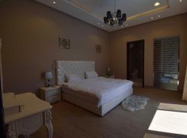 Foto di Hotel: شاليهات ريوف