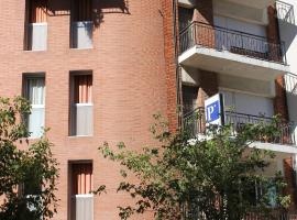 A picture of the hotel: Hostal Cal Siles