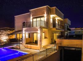 Hotel Photo: Villa with heated pool three bedroom
