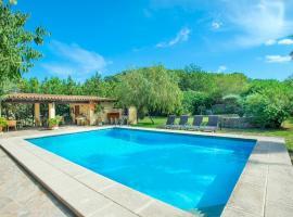 Hotel photo: Pollenca Villa Sleeps 10 Pool Air Con WiFi