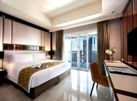 Hotel photo: 1br Residence Suite at The Ritz Carlton Pacific Place Include Breakfast