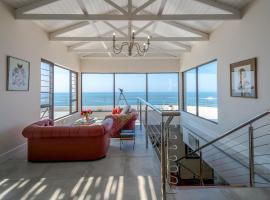 Hotel photo: 72 On Umdloti North Beach Luxury Beach Villa