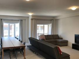Hotel photo: Luxurious Brand New Four Bedroom Townhouse