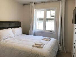 Hotel photo: Lavish Brand New Four Bedroom Townhouse