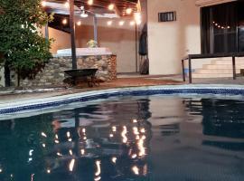 Foto di Hotel: Huge Gated Home w/ Bar & Pool Table@Chapultepec