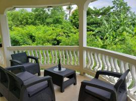 Hotel photo: The Local Experience - Serenity