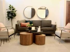 Hotel Photo: NEW Beautiful MODERN Living in Quiet Street - 53CL2