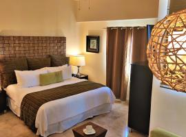 Hotel Foto: 1 King Suite, In The Heart Of Cabo (medano Beach)