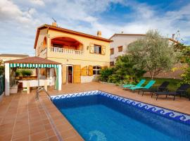 Hotel photo: Luxurious Holiday Home in Vendrell with Swimming Pool