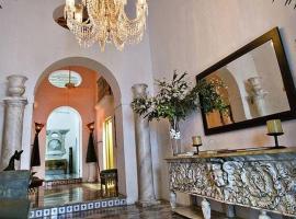 Hotel Photo: Enchanting Villa - Suite #6, 1 King, 1 Queen, Sitting Area, 1 Bath, Pool