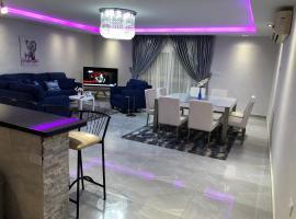 Photo de l'hôtel: luxury apartment - شقة فندقية