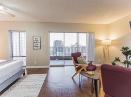 Hotel photo: Modern Memphis Studio + Walk Score 85