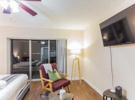 Hotel photo: Modern Memphis Studio