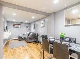 Photo de l'hôtel: Trendy 2BR Apartment in Queen West - Free Parking!