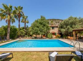 Hotel photo: Pollenca Villa Sleeps 8 with Pool Air Con and WiFi