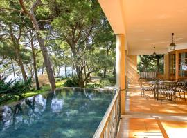 Hotel fotografie: Formentor Villa Sleeps 4 with Pool Air Con and WiFi