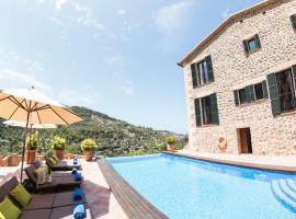 Hotel photo: Deia Town House Sleeps 8 with Pool Air Con and WiFi