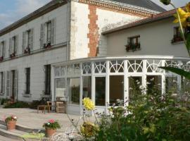 Hotel Photo: Entre Cour et Jardin