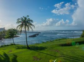 Hotel photo: Aurora- Panoramic Ocean Views-steps to Beach