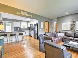 Hotel photo: NEW! Narragansett Home w/ Deck 1 Mi. From Beach!