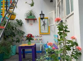 Hotel photo: Jirafa Roja Hostel