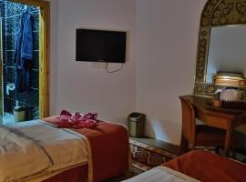 होटल की एक तस्वीर: Petra Almashref apartment