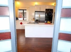 Hotel photo: Modern safe 1BR, pool, kitchen, Netflix in St.Anns