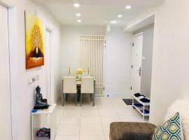 Hotel Photo: COZY 2-Bedroom Apartment in Wanchai 3 minutes to Mtr