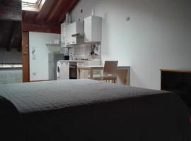 Фотографія готелю: Monolocale mansardato