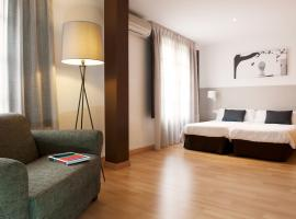 Hotel photo: Aspasios Plaza Real Apartments