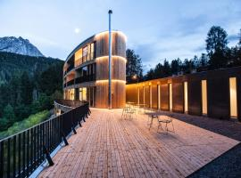 Hotel photo: Hotel Arnica Scuol - Adults Only